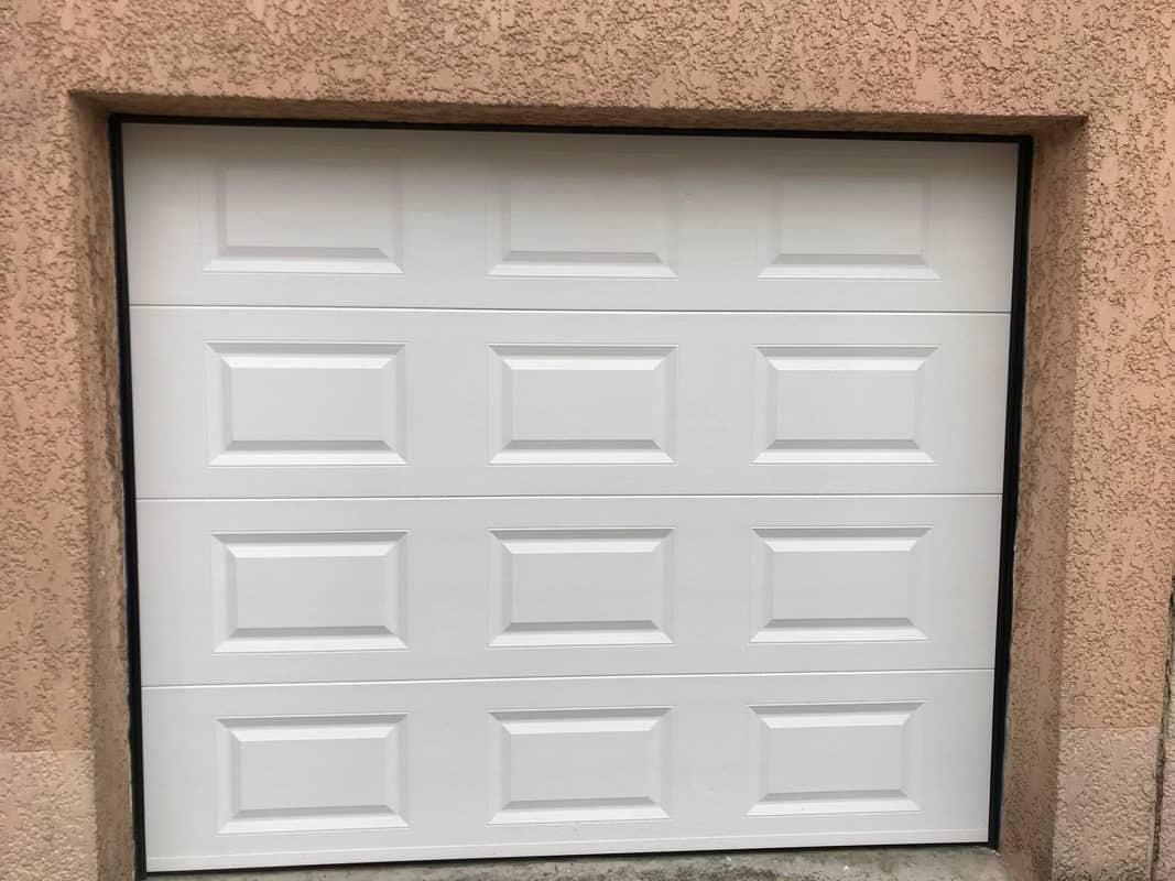 MPO Fenêtres Porte de garage sectionnelle motorisée, panneaux en cassette blanc