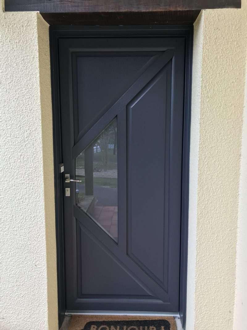 mpo fenetres chateaugiron porte d'entree pvc gris anthracite 1