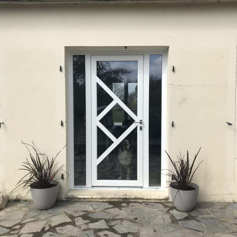 mpo fenetres laval parne sur roc porte entree compo mpo vitrage transparent avec deux tierces fixes apport lumiere +++ esthetisme original
