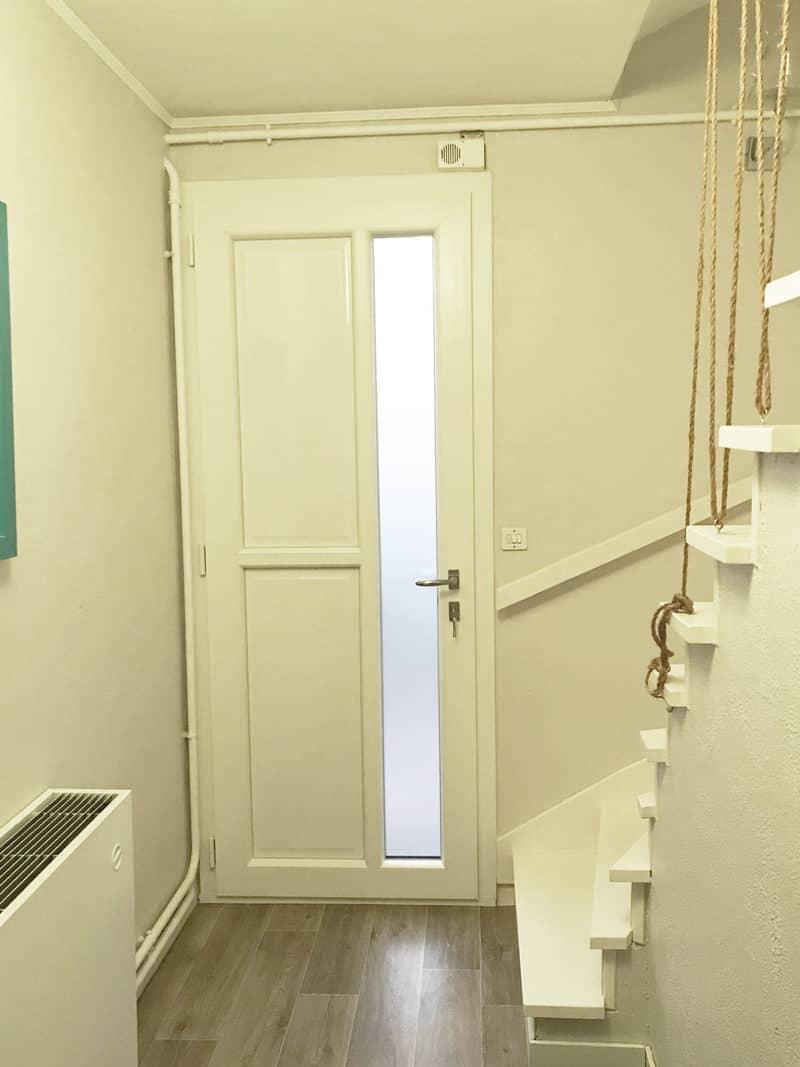 mpo fenêtres laval porte d'entrée en pvc gris anthracite à l'extérieur, blanc à l'intérieur 2