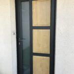 mpo fenetres le mans porte d'entrée en pvc noir et bois sur mesure 1