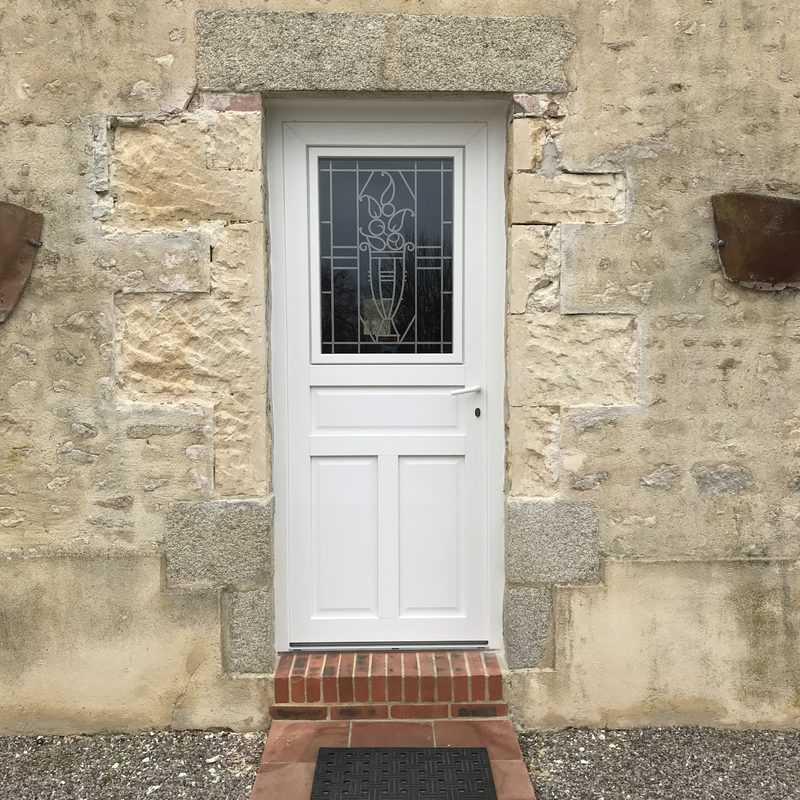 mpo fenêtres porte d'entrée pvc blanc avec grille décorative 1