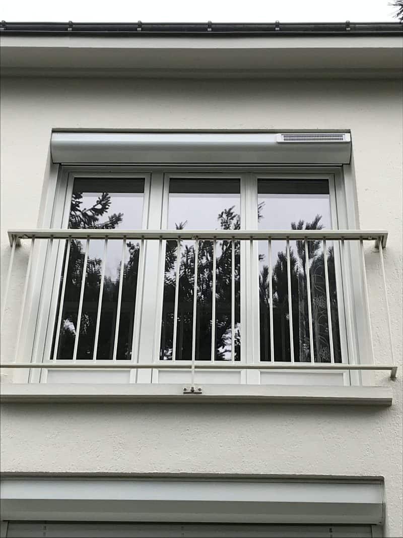 mpo fenêtres porte fenêtre trois vantaux double vitrage et volet roulant solaire alu blanc 01