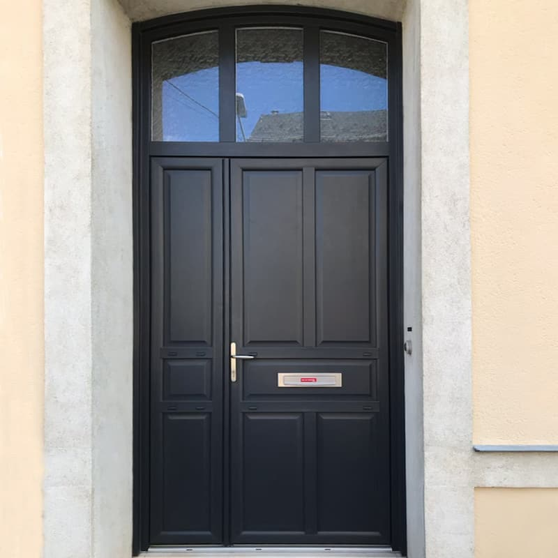 mpo fenêtres réalisation d'une porte d'entrée sur mesure gris anthracite
