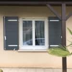 mpo fenêtres volets battants gris et blancs 1