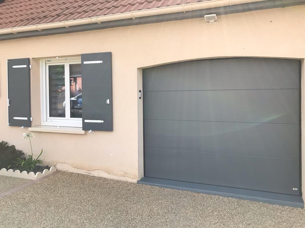 mpo fenêtres volets battants gris et blancs et porte de garage